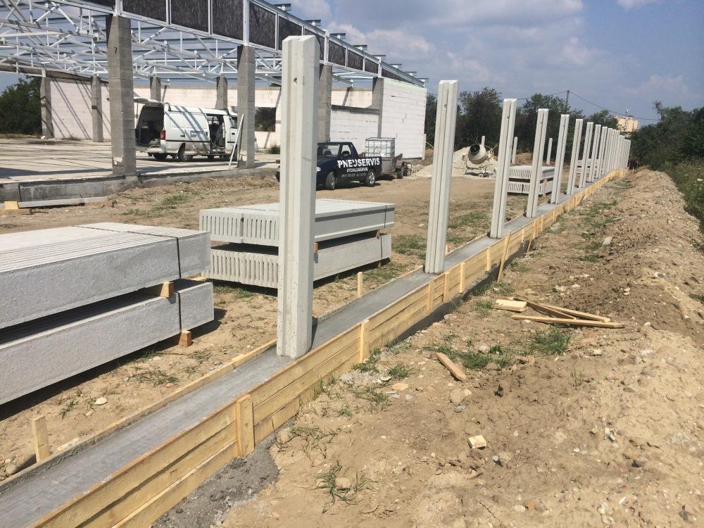 Takto sme si robili plot doma aj na našej firme